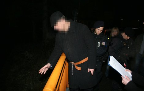 Obžalovaný ukázal policii místo v řece, kam hodil nůž.
