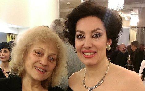 Valentová s dcerou Katarínou Hasprovou, která jí přivolala pomoc.