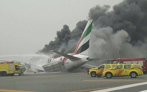 Z letadla začaly šlehat plameny jen chviličku po přistání.