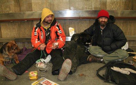 I bezdomovci mají mít nárok na bydlení.