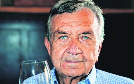 """""""Pít denně, ale s mírou,"""" říká profesor Milan Šamánek."""