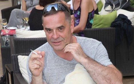 Miroslav Etzler si cigaretu nerad odpouští.