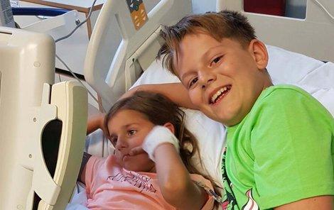 Amy statečně podstupuje chemoterapii, bráška Aaron je hrdina.