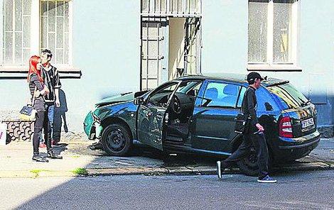 Kuriozní nehoda se stala v neděli dopoledne.