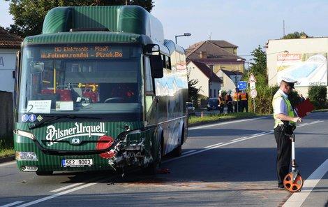 Autobus se střetl se Škodou Fabií v Líních na Plzeňsku.