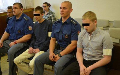 Lupiči (zleva) Aleš T., Petr F. a Marcel L. u soudu.
