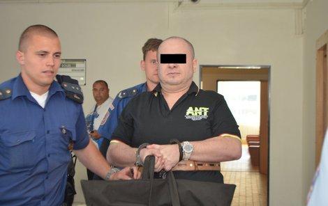 Petr M. u soudu popřel, že by malé chlapce zneužíval a znásilňoval.