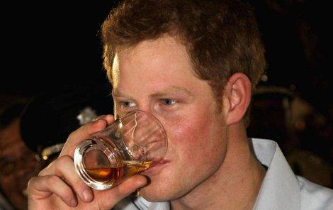Přestává Harry pařit, nebo jen svou zálibu v mejdanech posouvá na další úroveň?