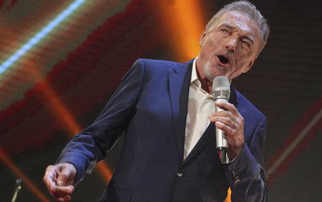 V pražské Lucerně zazpíval i Karel Gott.