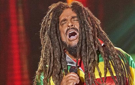 Etzler zazpíval od Boba Marleyho píseň No Woman, No Cry.