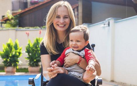 Monika s desetiměsíčním synem Tadeášem.