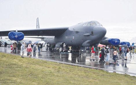 B-52 Stratofortress byl uveden do provozu v roce 1952, v Sovětském svazu byl ještě u moci Stalin, v Československu Gottwald. Přesto je stále nedílnou součástí americké armády.