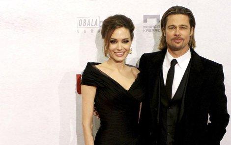 Brad Pitt a Angelina Jolie se rozvádějí.