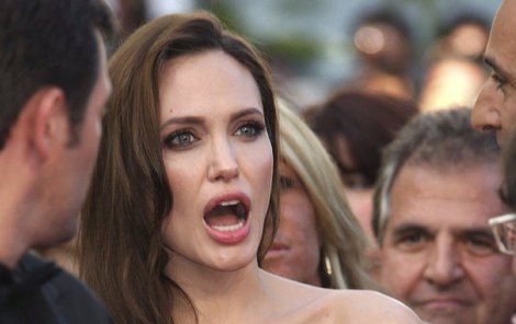 Angelina prý Bradovi volala i 10x denně.
