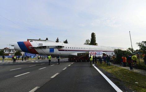Největší přeprava letadla po silnici v Česku.