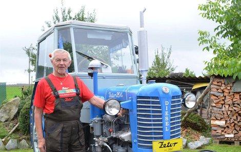 Traktor po kompletní renovaci.