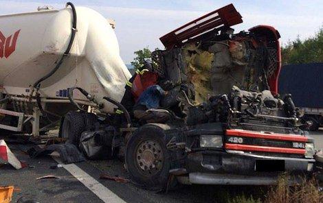 Kamion přejel silničáře.