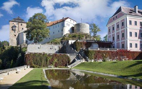 V zámku v Bečově nad Teplou je ukryt relikviář sv. Maura.