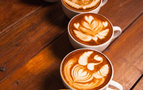 První Češi ochutnali kávu už na sklonku 16. století.
