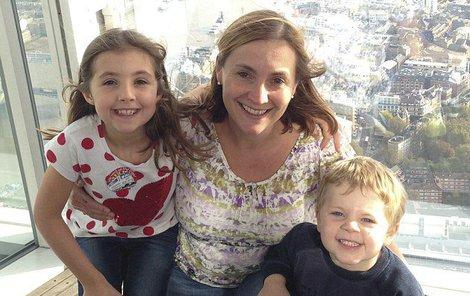 Lucinda (43) se svými dětmi Georgem (6) a Megan (9).