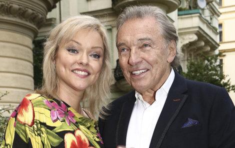 Karel se měl s Dominikou pohádat letos na jaře kvůli svému rozhodnutí přepsat veškerý majetek na manželku.