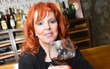 Holanová měla velké problémy s alkoholem.