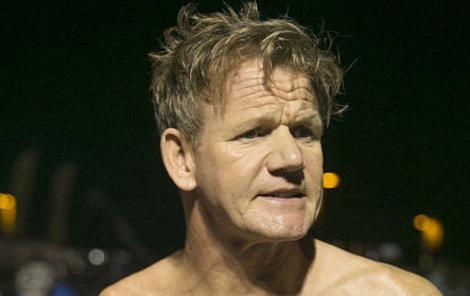 Gordon Ramsay zažil nemilé setkání s medúzou.