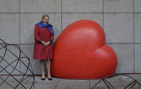 Bývalá první dáma přišla na natáčení pro ČT v lehkém baloňáčku.
