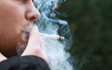 Dým z cigaret skončil v bytě souseda.