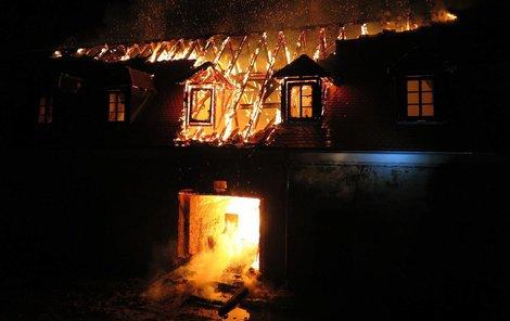 Technická část zámku prohořela skrz naskrz.