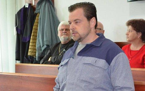 Petr Kramný se u ostravského soudu zpovídá z křivého obvinění.