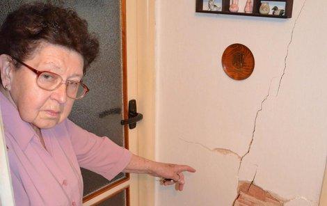 Roční pojistné domácnosti seniorka řádně platí již 13 let. Nyní uvažuje o jejím vypovězení.