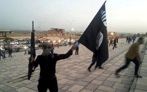 První český džihádista sedí v base.