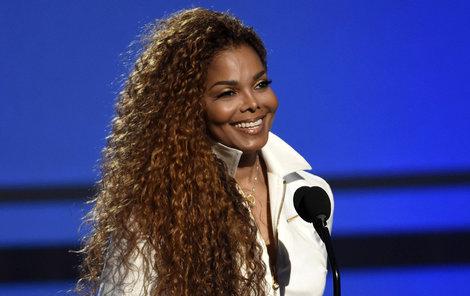 Blažený úsměv dosud bezdětné zpěvačky.