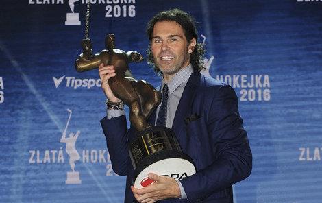 Jaromír Jágr se v sezoně 2015/2016 stal po dvanácté vítězem ankety Zlatá hokejka.
