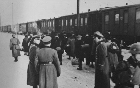 Pro Židy se přistavěly osobní vlaky, aby se nepolekali.