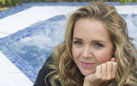 Většinovou majitelkou domku je teď Lucie Vondráčková.
