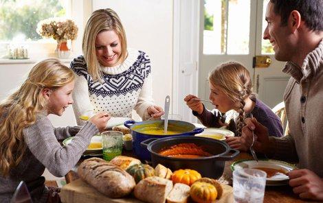 Vhodná polévka zasytí celou rodinu.