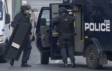 Policie obléhala dům potencionálního teroristy tři dny.