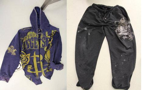 Tohle oblečení patřilo zavražděnému muži.