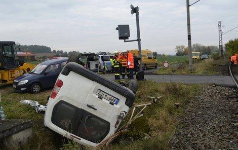 Řidič skončil na střeše.