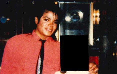 Jackson měl slabost pro chlapce – a dívka, kterou obtěžoval (na fotce) prý byla klučičí typ.