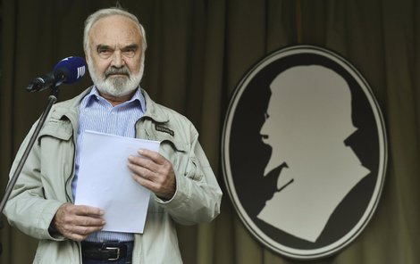 Svěrák žije divadlem už 50. let.