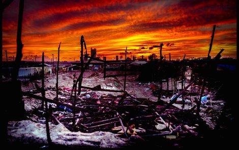Toto spáleniště ještě donedávna bylo domovem pro 7000 lidí.