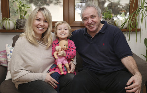 Vízek se po šedesátce rozhoupal: Partnerku Simonu, s níž má dceru Viktorii, si chce vzít!