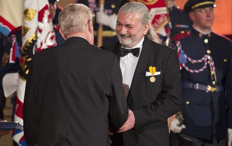 Prezident Miloš Zeman uděloval 28. října státní vyznamenání.