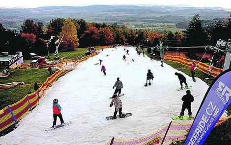 O víkendech se v Monínci ve středních Čechách lyžuje.