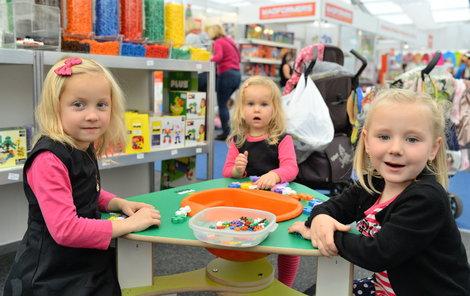 Na výstavě si děti mohou hračky prohlédnout a rovnou vyzkoušet.