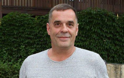 Miroslav Etzler má dvě dcery a syna, ale žije sám.