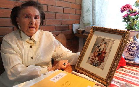 Marie Zelníčková s fotografií rodiny Ivanky a Donalda Trumpových.